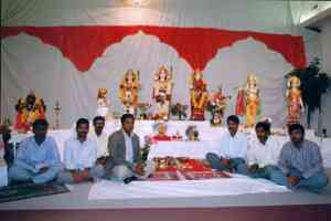 Shri Muthiah Sthapathi and his assistants